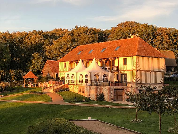 Franck et Régis Ruette vous présentent un magnifique lieu pour vos réceptions? Le Clos du Phare